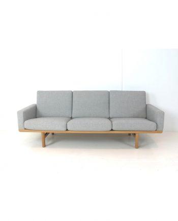 Hans Wegner GE 236 3-Seat Sofa - front