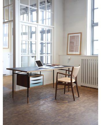 Nyhavn Desk and Tray Unit | Finn Juhl | Onecollection