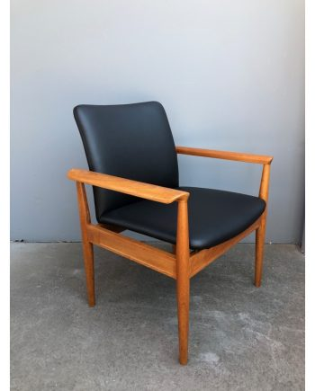 Vintage 1960s Finn Juhl Diplomat Chair in teak/black leather | Made by France & Søn Denmark